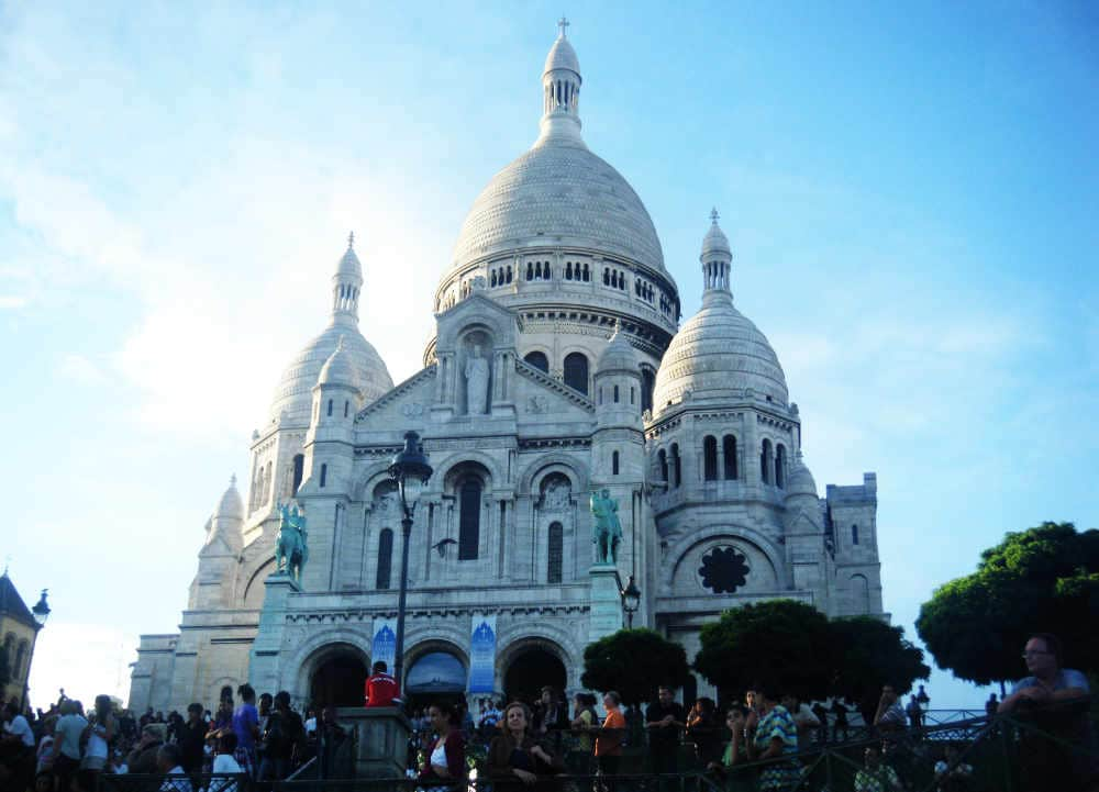 sacre coeur cathedral in montmartre