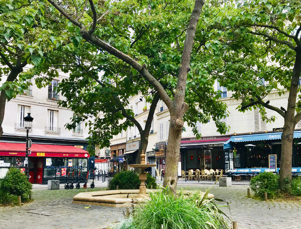 Place de la Contrescarpe with its many restaurants