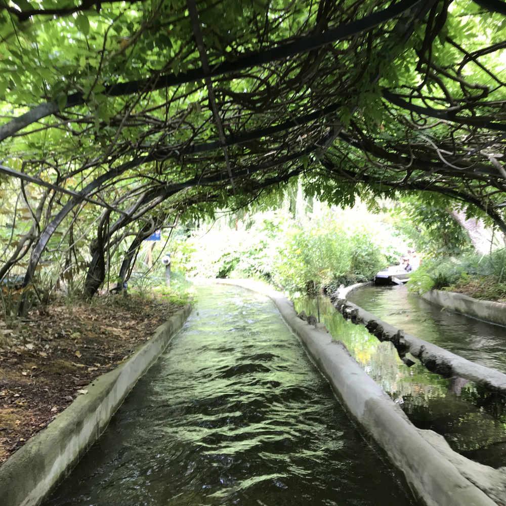 Photo of water ride in Jardin d'acclimatation in Bois de Boulogne in Paris