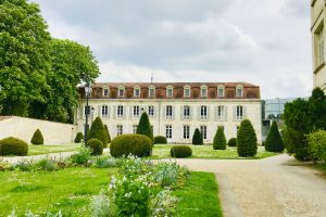 8 Strange Differences to know before buying a House in France