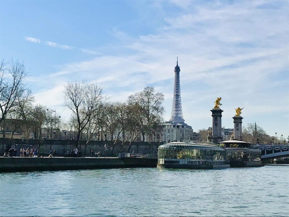 Lunch cruises on the Seine in Paris