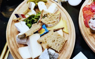 Do you know how to cut cheese? The French way of course