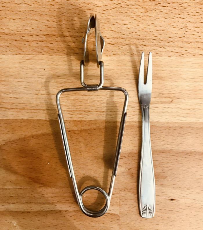 Escargot cutlery - Fork and tongs for eating escargot