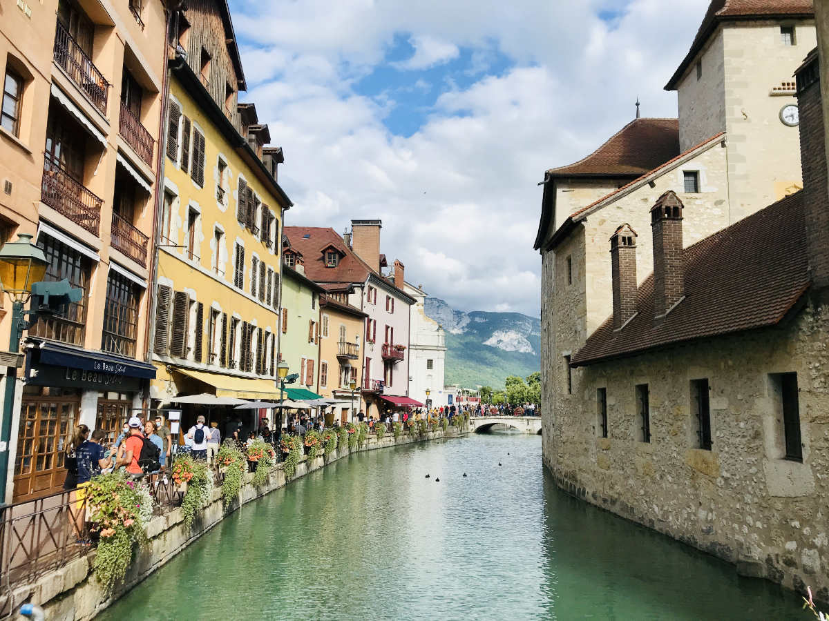 Read more about the article Visit Annecy: 17 Things to do, see, and eat