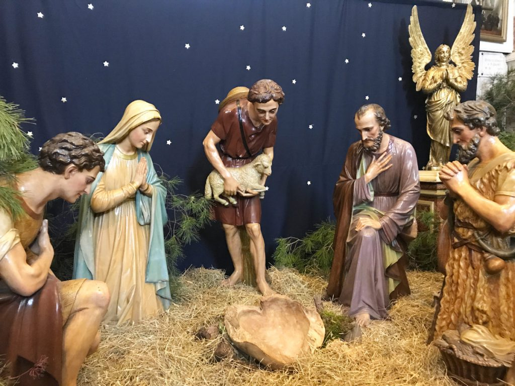 Jesus arrives at midnight - French Christmas traditions
