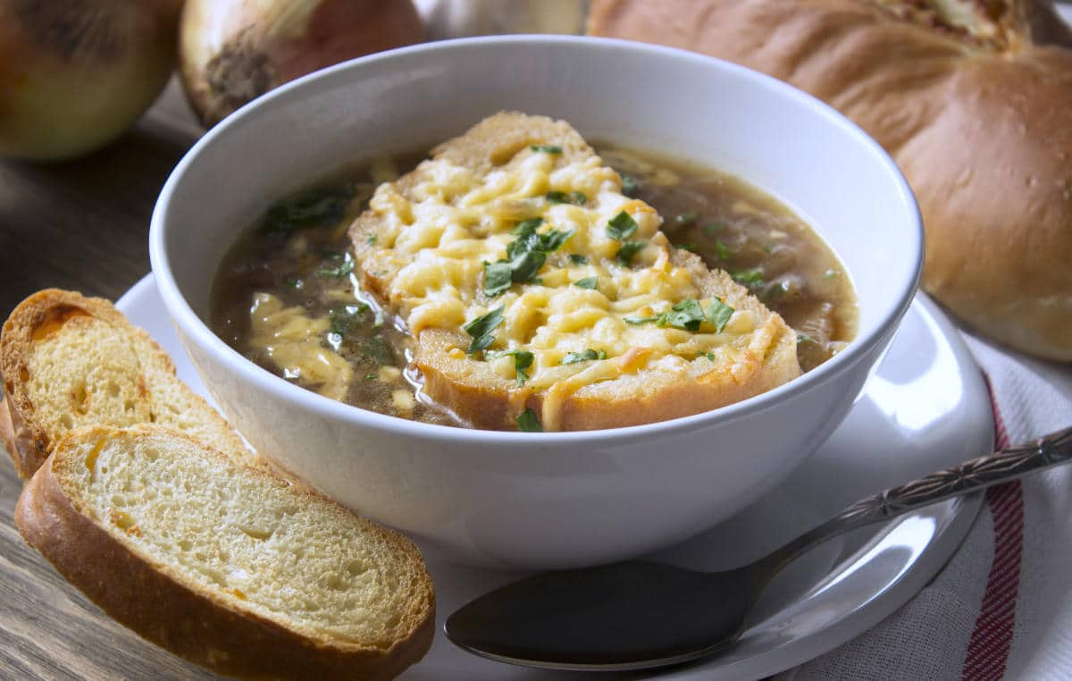 You are currently viewing Easy and Authentic: the Royal French Onion Soup (Recipe)