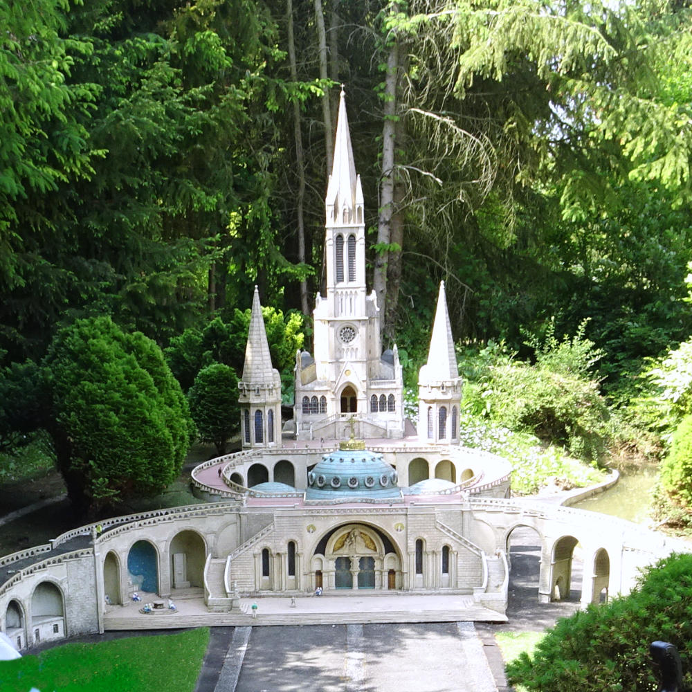 Basilique Notre Dame de Lourdes at France Miniature themepark