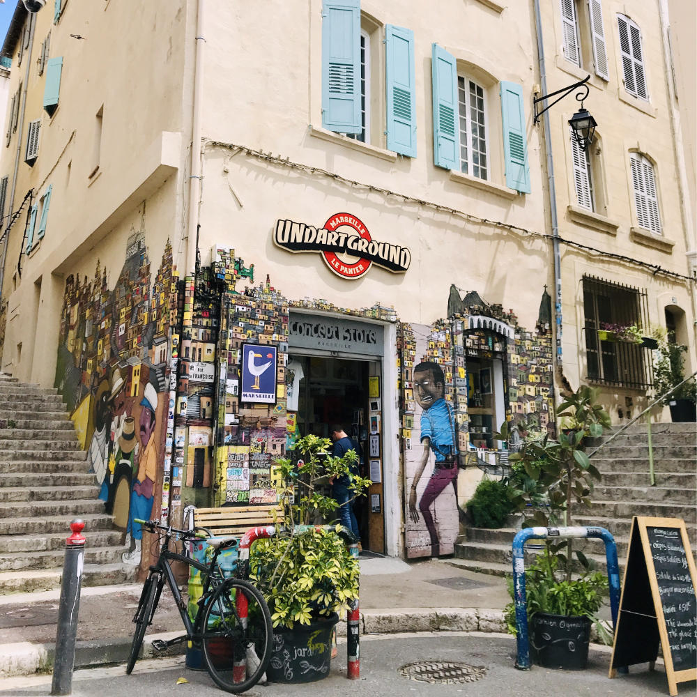 Street art and art store in le Panier