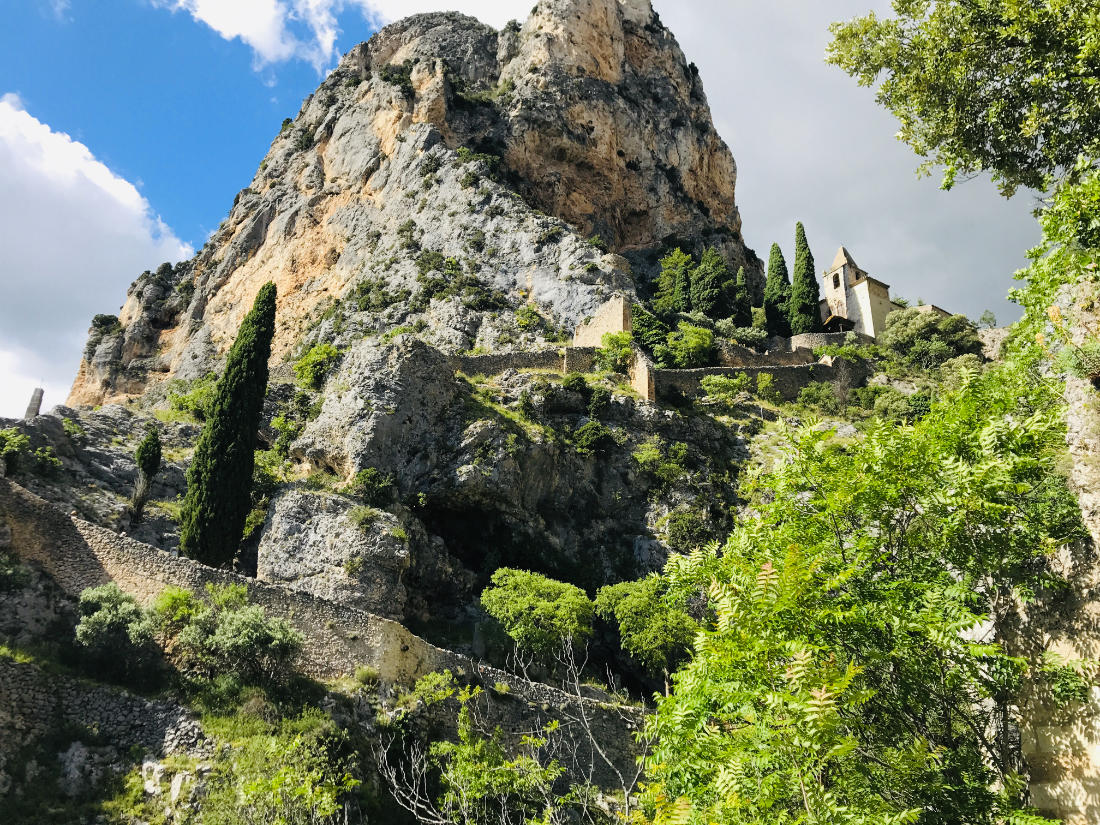 Moustiers-Sainte-Marie: The Provençale Village on the edge