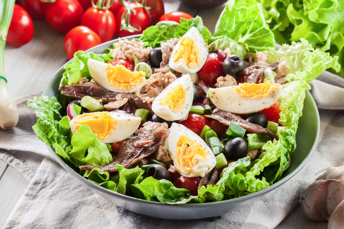 Salade Niçoise Recipe: the Traditional or the Controversial?