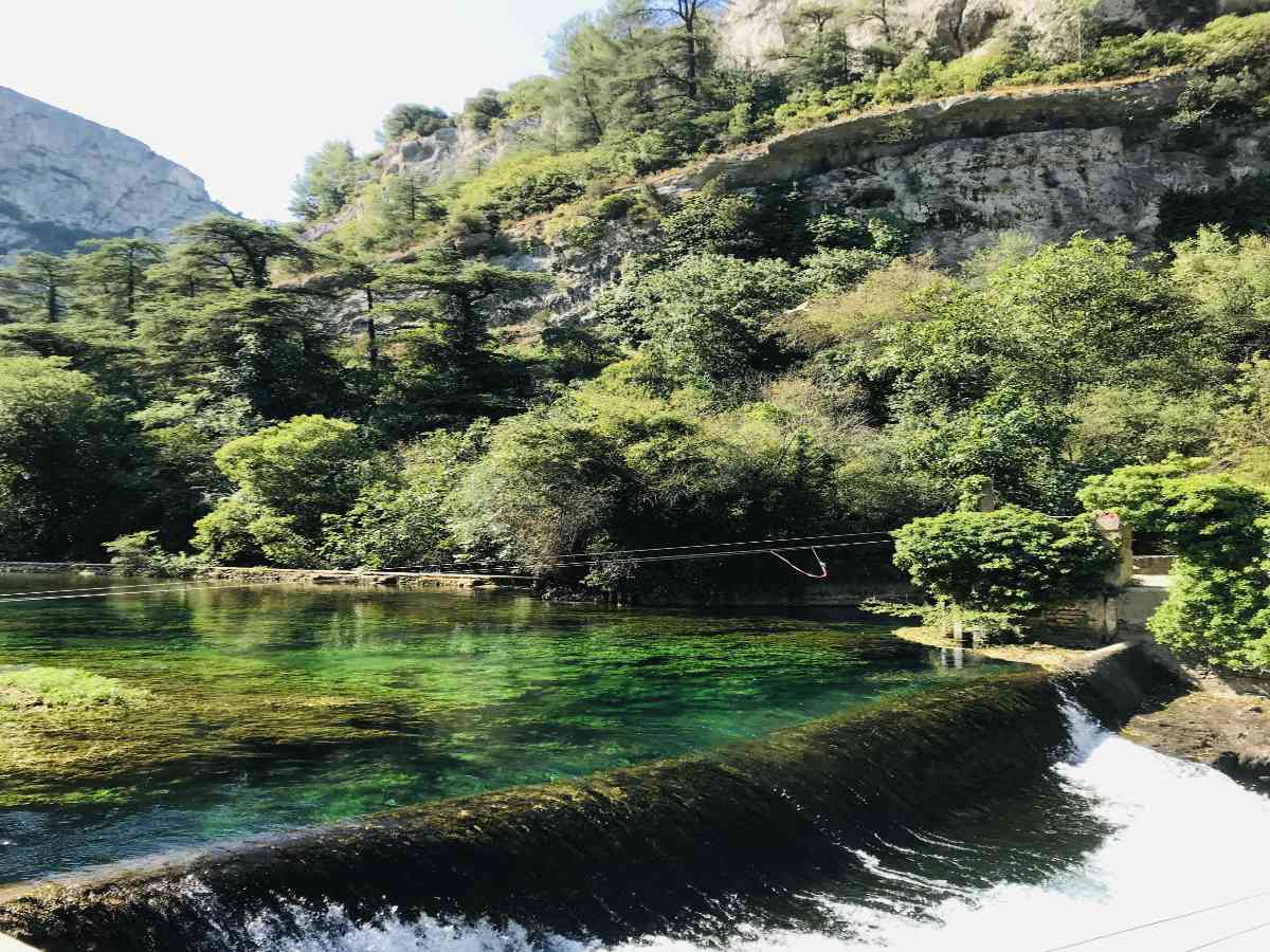 Read more about the article Visiting Fontaine de Vaucluse: A Natural Spring in Provence