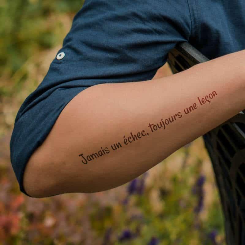 Jamais un échec, toujours une leçon  - french tattoo on hand