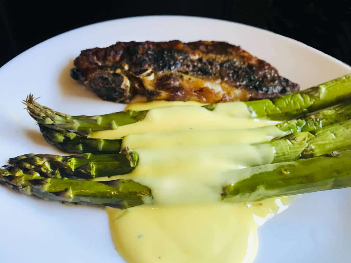 Read more about the article Easy French Hollandaise sauce recipe