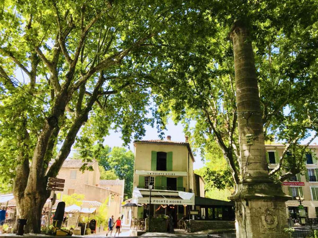 Visiting Fontaine de Vaucluse: A Natural Spring in Provence 2