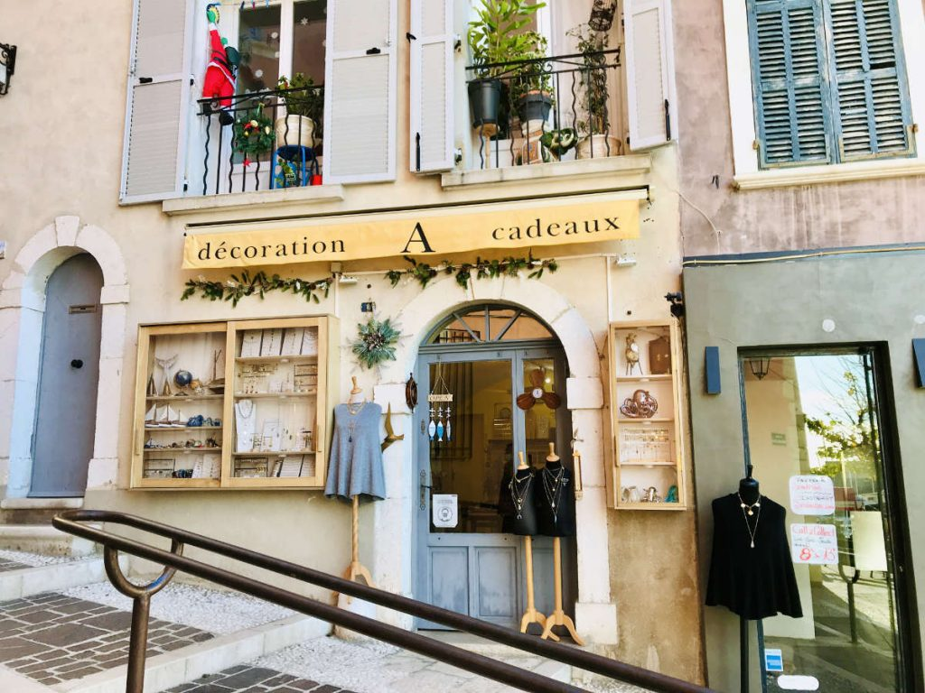 clothing shop in cassis