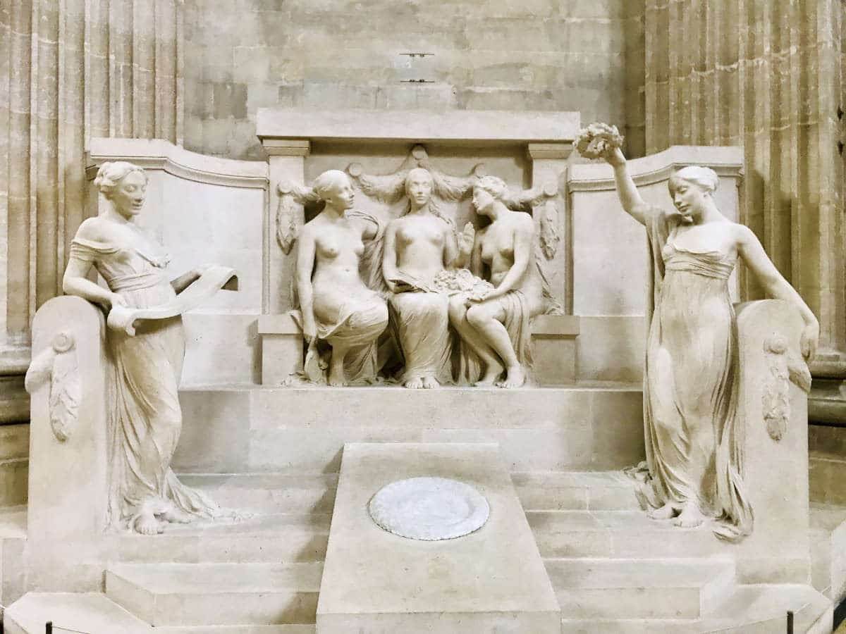 """Statue of """"Philosophie entre la Nature et la Vérité"""" in the Pantheon"""