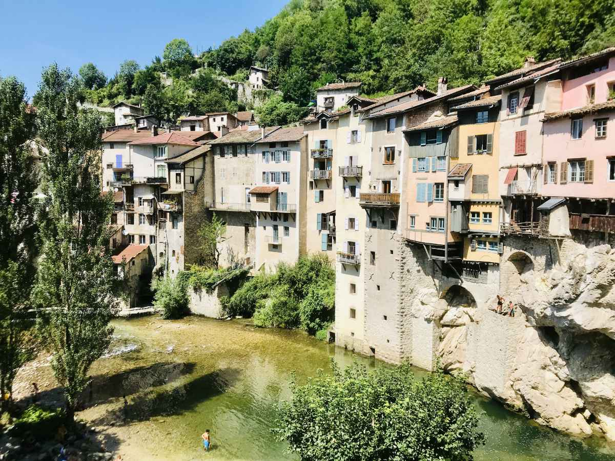 Read more about the article Hanging Houses of Pont-en-Royans (Isère)