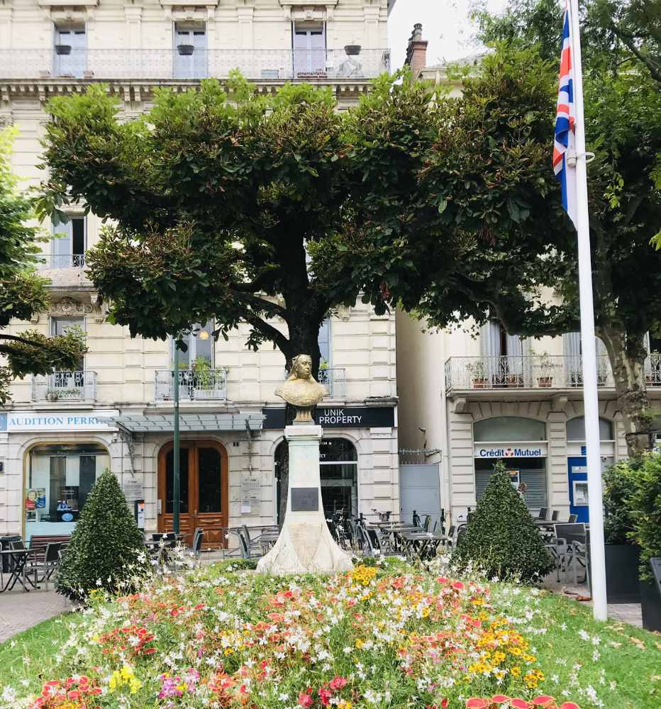 Bust of Queen Victoria and British flag in Aix-les-Bains, France