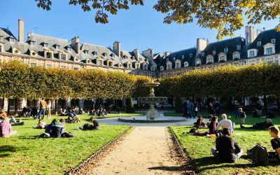 Guide to the beautiful Place des Vosges in Paris