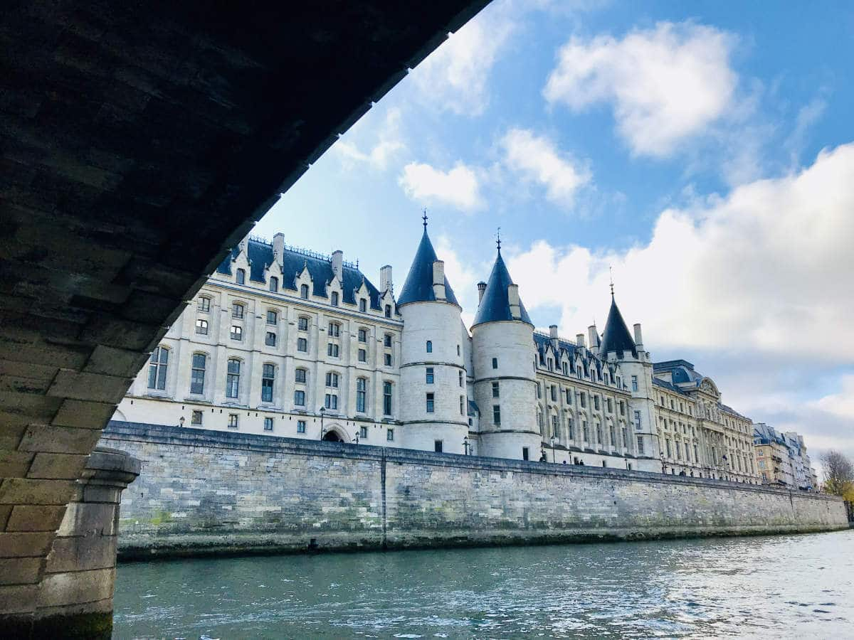 Read more about the article Conciergerie in Paris: History of a Royal Palace turned Prison