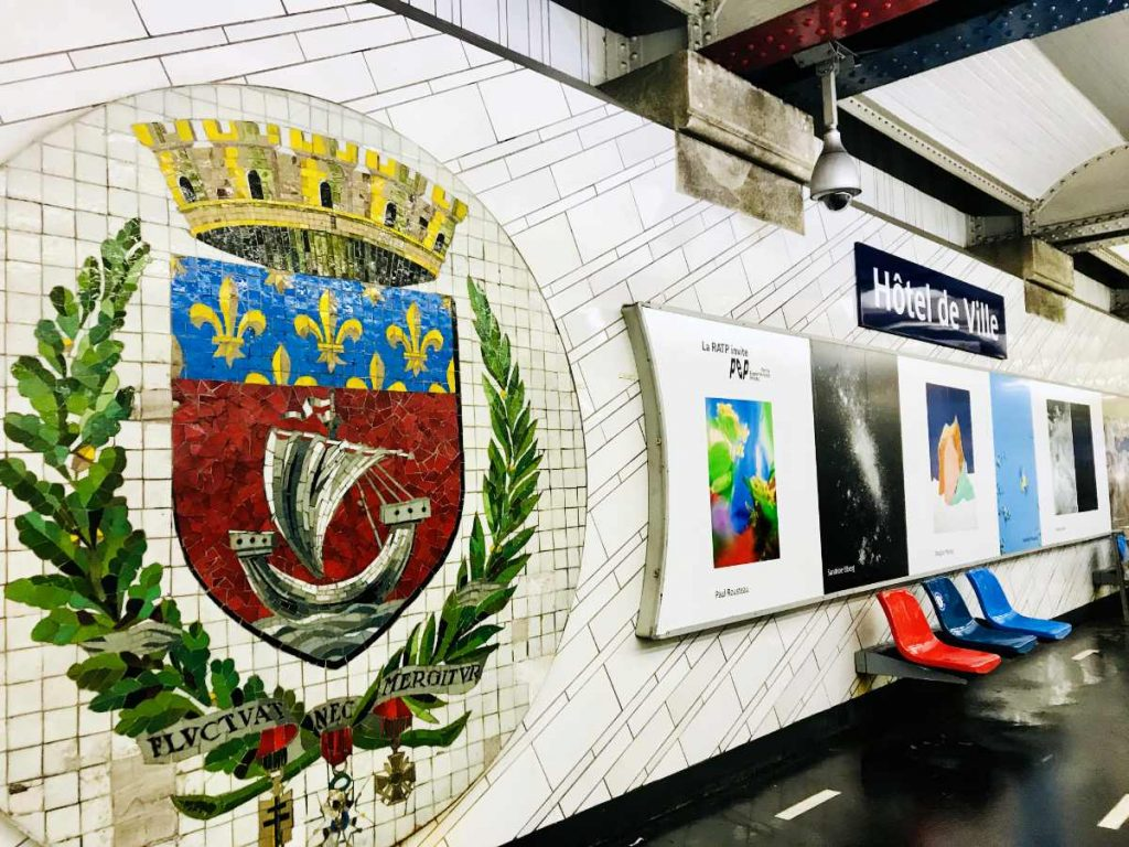 Motto and shield of Paris in the Hotel de Ville metro station (Townhall)