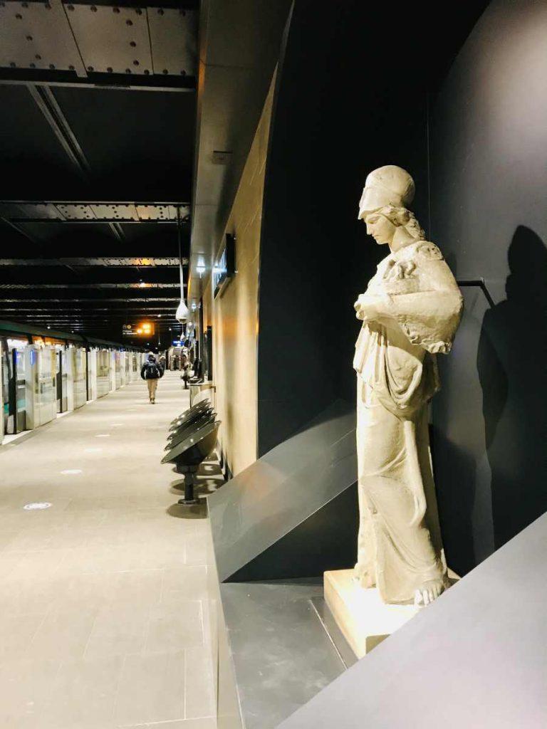 Louvre rivoli metro station